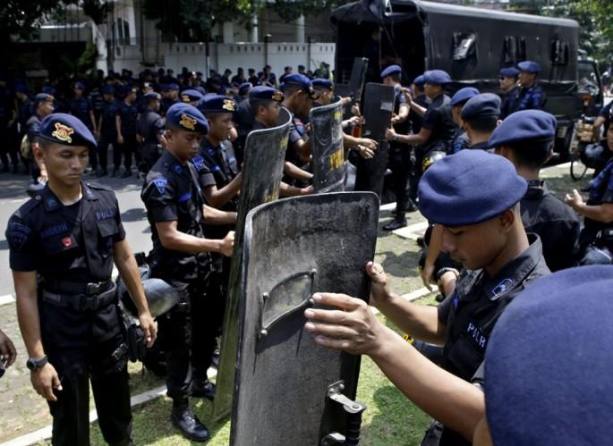 police deployed outside of myanmar