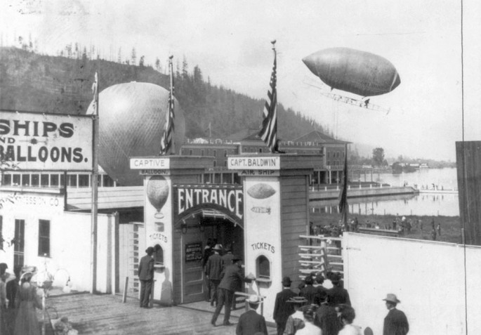 1905 - Tomas Scott Baldwin's airship over Portland Oregon during the Lewis and Clark Centennial Exposition - Library of Congress