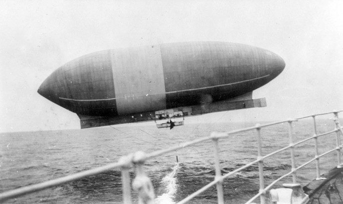 "1910 - Wellman airship ""America"" viewed from the RMS TRENT - Library of Congress"