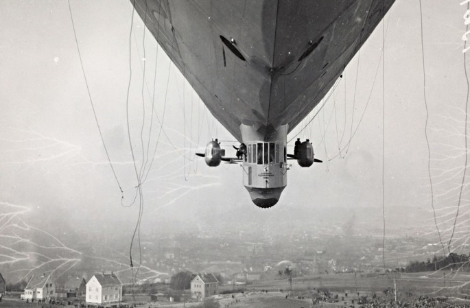 1926 - Norge airship over Ekeberg, Norway - National Library of Norway
