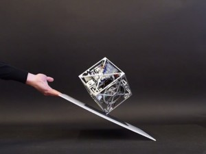 The-Cubli-A-Gravity-Defying-Cube-2-600x334