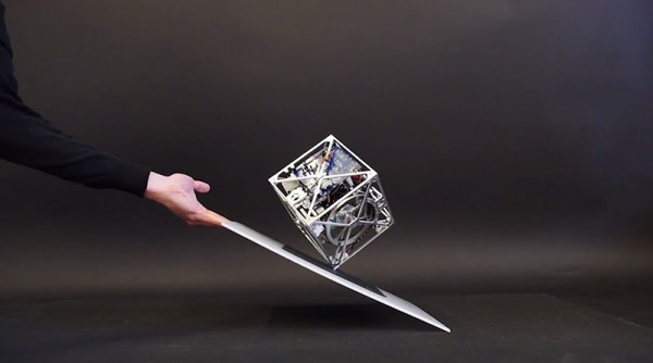 The-Cubli-A-Gravity-Defying-Cube-2-600x334