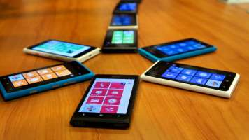 nokia lumias arranged in a circle with top corners touching