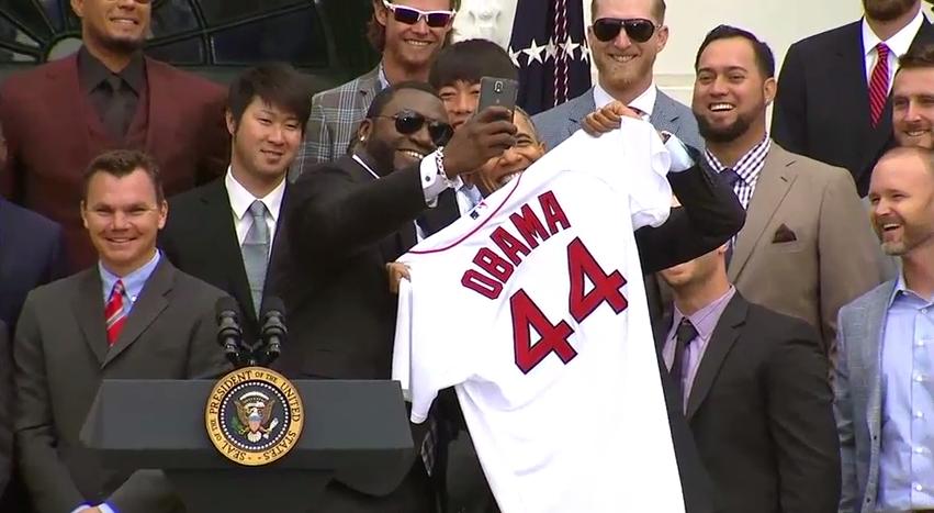 ortiz obama take picture at white house
