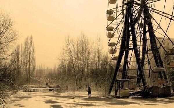 Abandoned ferris wheel in Chernobyl