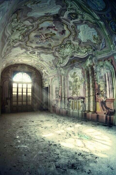 abandoned mansion in Italy